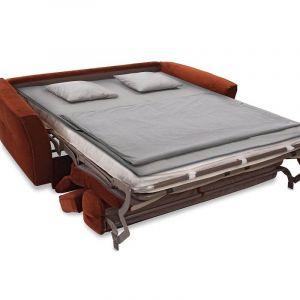 Po rozłożeniu do spania mebel jest na tyle wysoki, że zapewnia wygodne wstawanie także mniej sprawnej osobie. Cena od ok. 4.680 zł. Fot. Gala Collezione