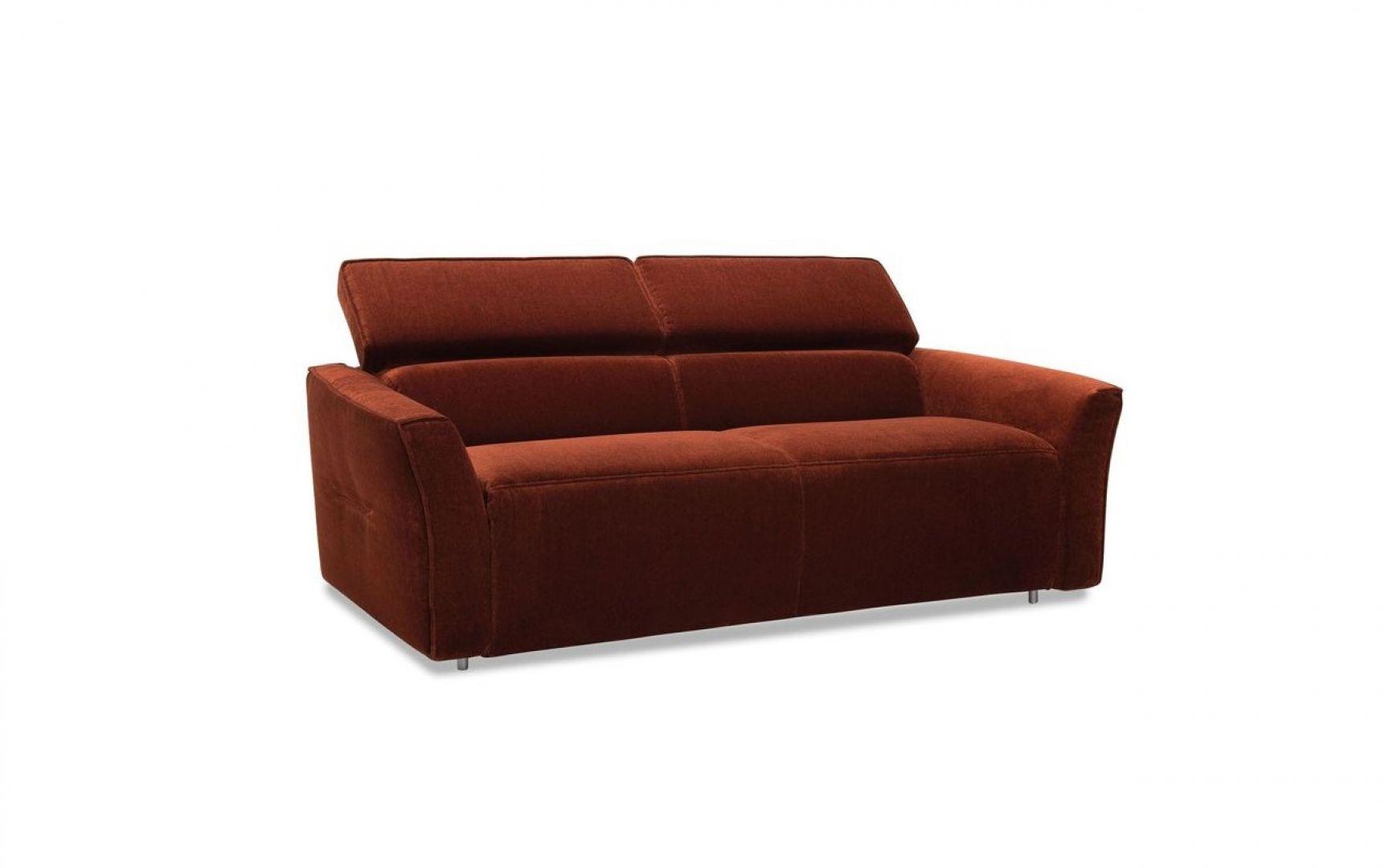 Sofa Nola dostępna jest w trzech szerokościach: 177 cm, 197 cm, 217 cm. Cena od ok. 4.680 zł. Fot. Gala Collezione