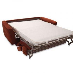Nola to sofa z systemem włoskim. Po jej rozłożeniu uzyskujemy równą, dużą powierzchnię spania, ponieważ śpimy na pełnowymiarowym materacu z pianki wysokoelastycznej (do wyboru jest opcję z materacem pocketowym). Cena od ok. 4.680 zł. Fot. Gala Collezione