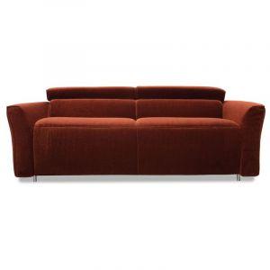 Sofa ma regulowane zagłówki, dzięki którym można dopasować wysokość oparcia do swoich potrzeb. Cena od ok. 4.680 zł. Fot. Gala Collezione