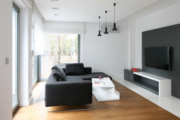 Szukacieinspiracji na wykończenie ścian w salonie? Zastanawiacie sięjaki kolor wybrać? Zobaczcie piękne i modne pomysły na białe ściany w salonie.