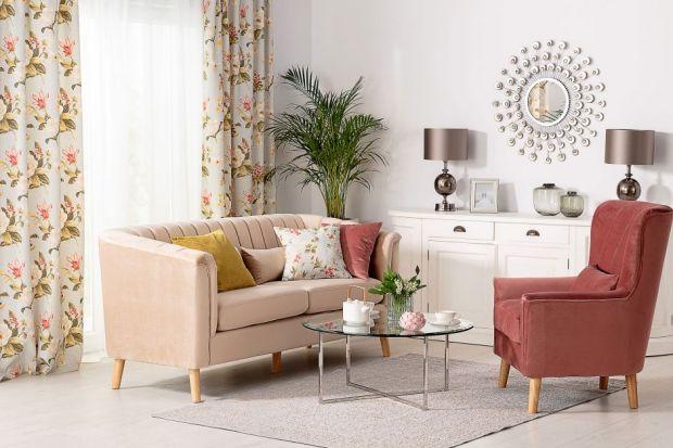 Dekoracja sofy potrafi nadać wnętrzu zupełnie nowy charakter! Odpowiednie dodatki oraz akcesoria mogą sprawić, że stary mebel zyska nowe oblicze i będzie cieszył oko przez kolejne lata. Na jakie elementy dekoracyjne zatem postawić?