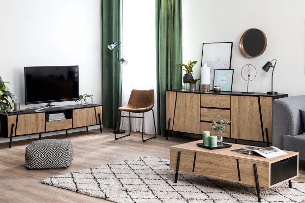 Jakie meble do salonu wybrać? Polecamy piękną, elegancką kolekcję w łącząc drewnoz czernią.