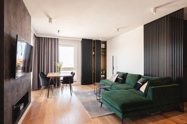 Nowoczesny, funkcjonalny i niezwykle konsekwentnie zaprojektowany przez pracownię architektoniczną Kaza Interior Design apartament znajduje się w Kielcach. Najwyższej jakości materiały wykończeniowe, które definiują to dopracowane w każdym detal