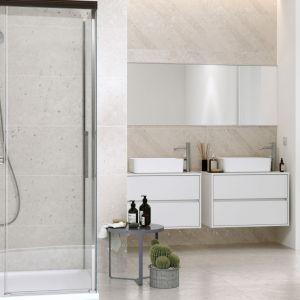 Drzwi przesuwne do kabiny prysznicowej Crea. wymiary:  140x200. Dostępne w ofercie firmy Cersanit. Cena 1.839 zł. Fot. Cersanit