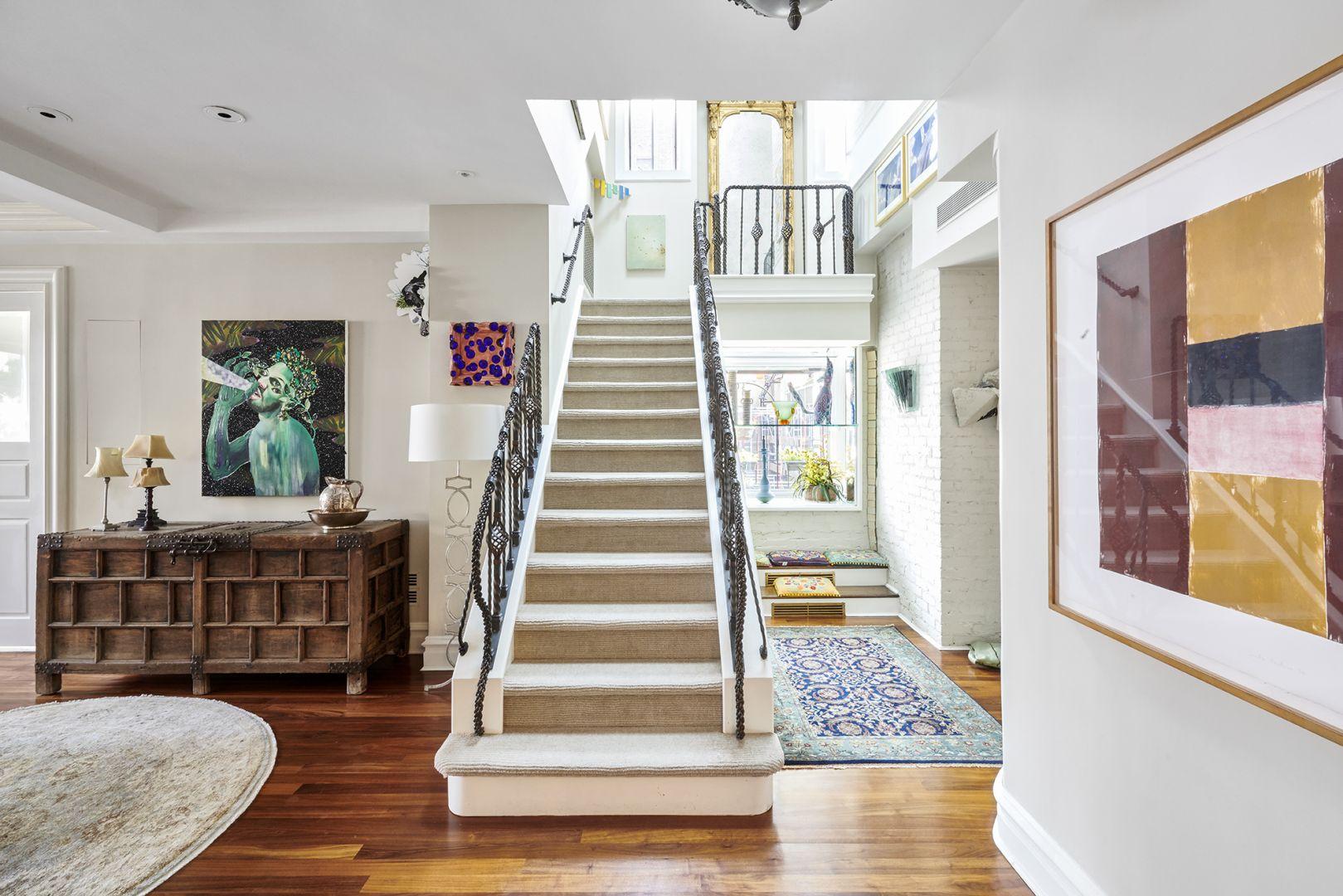 Odrestaurowany penthouse nawet dzisiaj prezentuje się zjawiskowo. Zdjęcia: Brown Harris Stevens, www.bhsusa.com. Źródło: TopTenRealEstateDeals.com