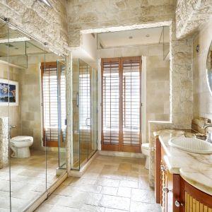 Jedna ze stylowych łazienek. Zdjęcia: Brown Harris Stevens, www.bhsusa.com. Źródło: TopTenRealEstateDeals.com