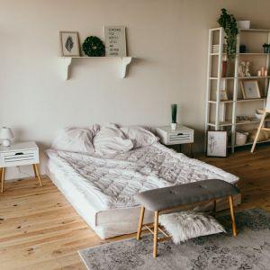 Do naszej sypialni śmiało możemy dodać kilka żywych odpowiedników klasycznych, jesiennych barw. Fot. Zepter