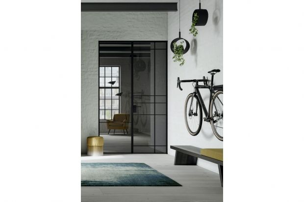 Drzwi uchylne Swing Door Slim Line zyskały wersję. Teraz mają dodatkowe, mniejsze skrzydło, co otwiera nowe możliwości ich wykorzystania.