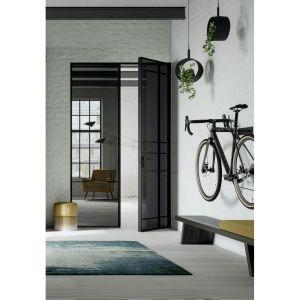 Innym sposobem na zindywidualizowanie wyglądu drzwi są dekoracyjne szprosy, których układ można samodzielnie wybrać. Fot. Raumplus