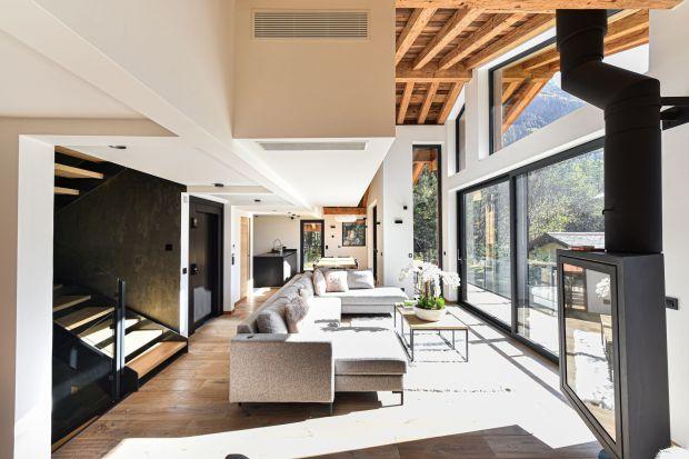 Dom we francuskim Chamonix, ze spektakularnym widokiem na najwyższy szczyt Europy to projekt pracowniChevallier Architectes.