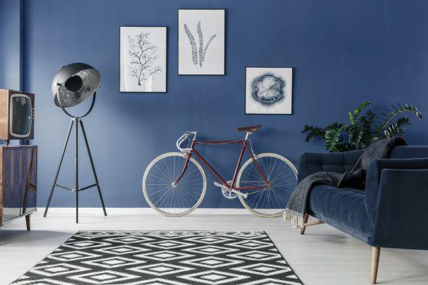 Na jaki kolor pomalować ściany w salonie? Jesień to świetna okazja, by pomyśleć o długo odkładanym remoncie. Jaka paleta kolorów będzie modna w branży urządzania wnętrz wiosną i latem 2021 roku? Poznajcie trendy kolorystyczne na pierwszą po