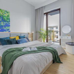 Sypialnia jest jasna i bardzo przytulna. Projekt i zdjęcia: Renata Blaźniak-Kuczyńska, Renee's Interior Design