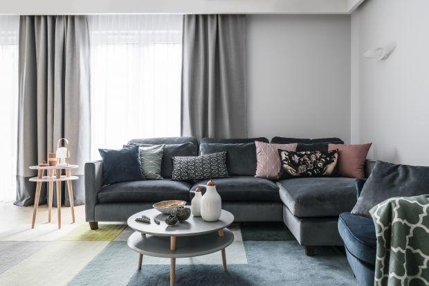 Narożnik to meble, który idealnie wkomponuje się w każdą przestrzeń. W małym salonie pozwoli optymalnie wykorzystać niewielki metraż, w dużym i przestronnym - zapewni optimum miejsca do wypoczynku.