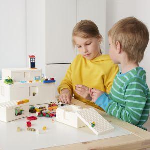 Tam, gdzie dorośli często widzą bałagan, dzieci dostrzegają stymulujące i kreatywne środowisko. BYGGLEK pomoże wypełnić lukę między tymi dwoma opiniami, aby zapewnić bardziej kreatywną zabawę w domach na całym świecie. Fot. Ikea
