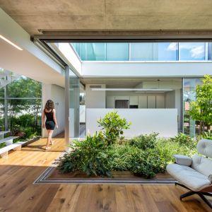 Większość przestrzeni parteru zajmują założenia zielone. Projekt i zdjęcia: Christos Pavlou Architecture