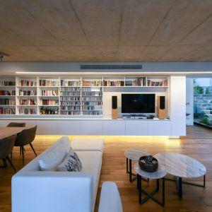Salon w części dziennej domu. Projekt i zdjęcia: Christos Pavlou Architecture