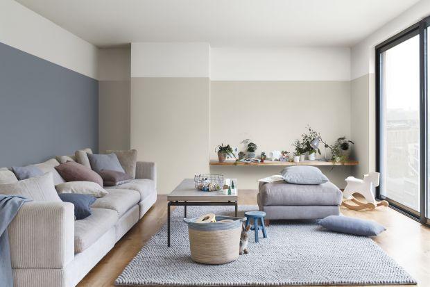 Szukacie pomysłu na ściany w waszym salonie? Potrzebujecie inspiracji, jak urządzić pokój dzienny? Zobaczcie 10 pomysłów na bardzo modne w tym sezonie wnętrza w odcieniach niebieskiego i szarościach.