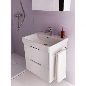 Meble mają spójny i harmonijny kształt przez zaoblenia i idealną integrację z umywalką. Dostępne są w modnej bieli i ciepłym odcieniu drewna:. Fot. Laufen