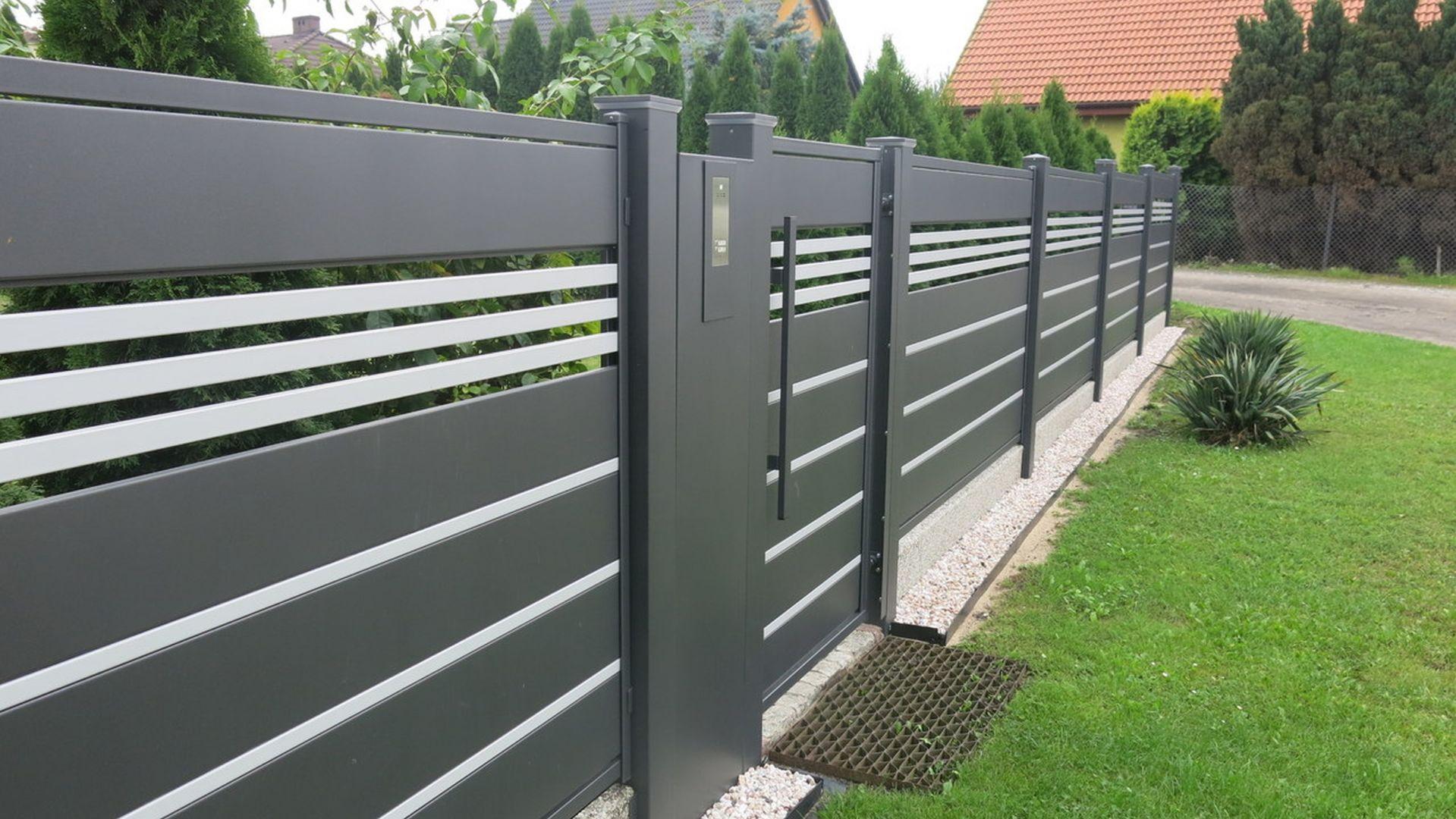 Kluczową rolę w ogrodzeniu odgrywa furtka. Fot. Plast-Met Systemy Ogrodzeniowe