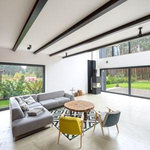 Światło najlepiej, aby oświetlenie w mieszkaniu było jak najbardziej zbliżone do naturalnego. Projekt Modelina