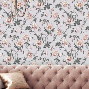 Tapeta Salome z kolekcji Cantari o pięknym, kwiatowym wzorze. Przygotowana została na tekstylnym podkładzie. Szerokość rolki to 53 cm. Fot. Muraspec