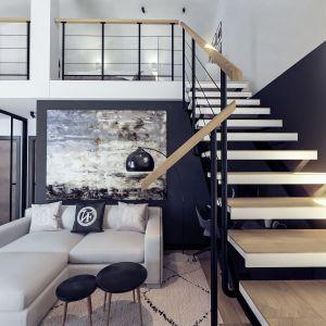 Wnętrze zaprojektowane jest nowocześnie i ponadczasowo, dzięki czemu jego aranżację można w dowolnym momencie urozmaicić kolorowymi dodatkami. Projekt i wizualizacje: Monika Staniec, Interior Design