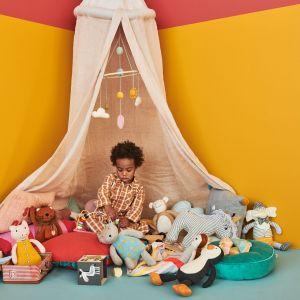 Pokój niemowlaka inspirowany kolorami. Baldachim - 395 zł. Fot. moKee