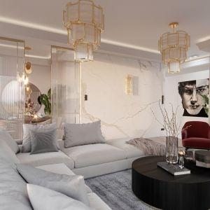 Salon zdobią kryształowe żyrandole przeplatane złotem. Projekt NABOO STUDIO