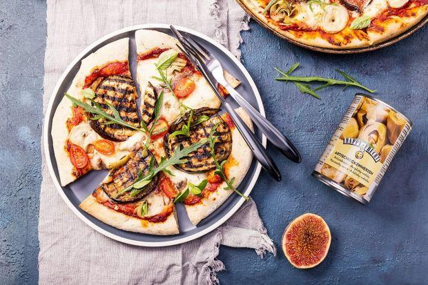 Polecamy przepis na na lekką i pożywną pizzę, w której delikatność mozzarelli przeplata się z wytrawną nutą karczochów i anchois.Będzie naprawdę smacznie.