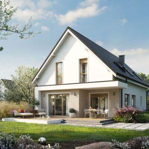 Atrakcyjną częścią domu jest także częściowo zadaszony taras, stanowiący harmonijne przedłużenie salonu i jadalni. Projekt: pracownia Archipelag