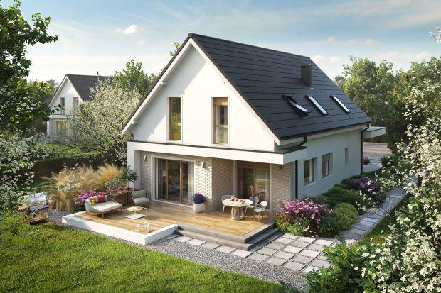 Prosty, energooszczędny, maksymalnie funkcjonalny – zobaczcie gotowy pomysł na nowoczesny dom z poddaszem. Można go wybudować na wąskiej działce.