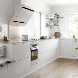 Biel to pomysł na kuchnię w stylu skandynawskim. Fot. Ballingslov