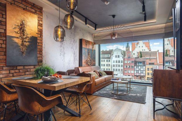 Jak wybrać oświetlenie do salonu? Postawić na nowoczesne czy klasyczne lampy nad stołem? Jak oświetlić miejsce z kanapą w salonie? Zobaczcie 7 ciekawych pomysłów.