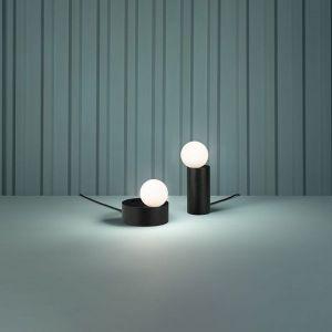 Seria Firefly to najnowszy projekt wrocławskiego studia MIXD dla polskiej marki oświetleniowej Chors. Cena: od 923 zł (lampa wisząca), od 800 zł (kinkiet), od 886 zł (lampa biurkowa). Fot. Chors