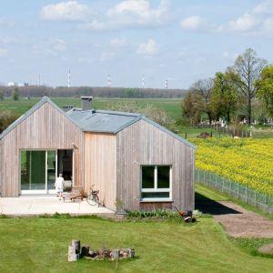 Field House to piękny dom w stylu nowoczesnej stodoły. Projekt: Blank Architects. Fot. Piotr Krajewski, Fotografia Architektury