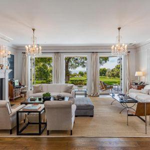 Po wystawieniu domu w 2018 roku na 47 milionów dolarów i tylko jednej obniżce ceny w 2019 roku do 43 milionów dolarów, aktor właśnie sprzedał swą luksusową rezydencję (za cenę wyższą niż wywoławczą i kształtującą się na poziomie 45,5 miliona dolarów) współzałożycielowi RoundTable Health Care Partners.