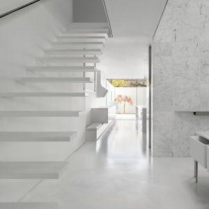 Dom ma nietypową bryłę i układ wnętrz. Projekt: Johnson Chou Inc., Toronto, Kanada. Zdjęcia: Ben Rahn/A-Frame Studio