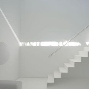 Dom został zaprojektowany tak, by wydobyć całe piękno gry światła i cieni. Projekt: Johnson Chou Inc., Toronto, Kanada. Zdjęcia: Ben Rahn/A-Frame Studio