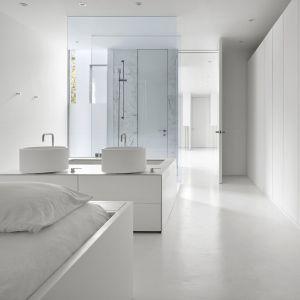 Sypialnia z łazienką. Projekt: Johnson Chou Inc., Toronto, Kanada. Zdjęcia: Ben Rahn/A-Frame Studio