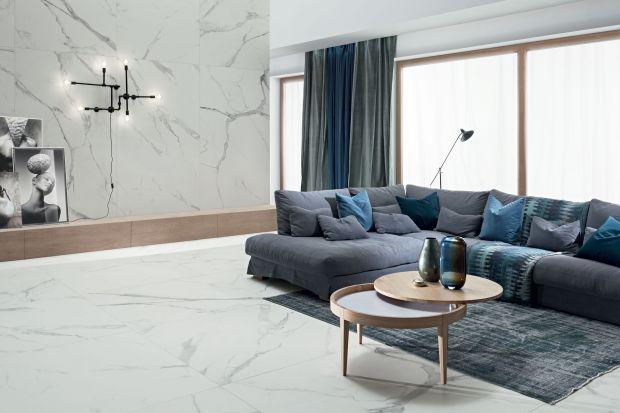 Wzór marmuru to jeden z najgorętszych trendów w aranżacji wnętrz. Kochają go miłośnicy elegancji i luksusu! Polecamy 7 kolekcji płytek z rysunkiem marmuru, które warto znać jeśli szukacie pomysłu na modną ścianę w salonie!