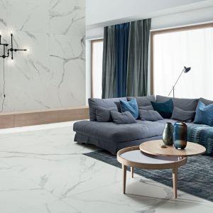 Kolekcja płytek Pietrasanta marki Tubądzin - klasyczny i elegancki wzór imitujący biały marmur. Od ok. 135 zł/m2. Fot. Tubądzin