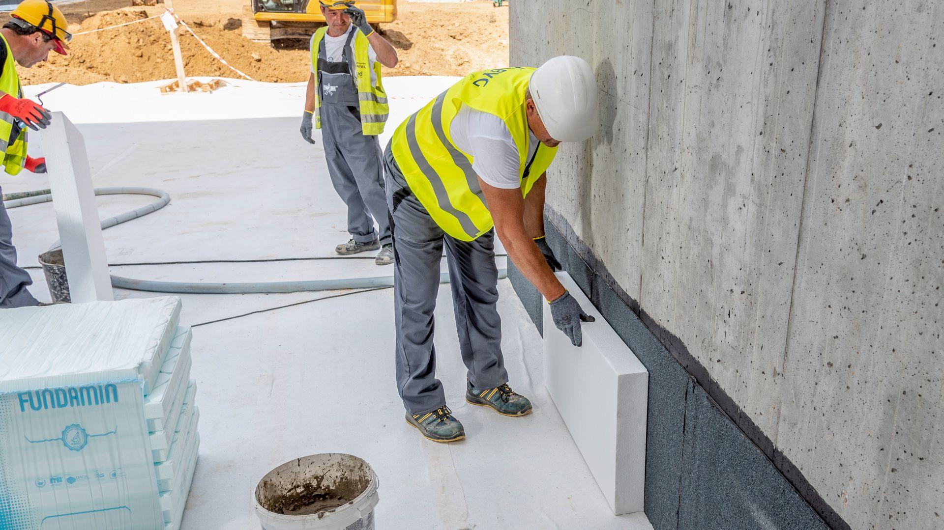 Najlepsze efekty w przypadku termomodernizacji domu przynosi kompleksowe podejście, a to oznacza, że w zakres prac wchodzą ocieplenie oraz poprawa instalacji grzewczej i wentylacyjnej.  Fot. Styropmin