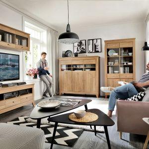 Kolekcja Bergen. Orginalny kolor drewna oraz bardzo ciekawa forma to jej cechy rozpoznawcze. Producent: Black Red White