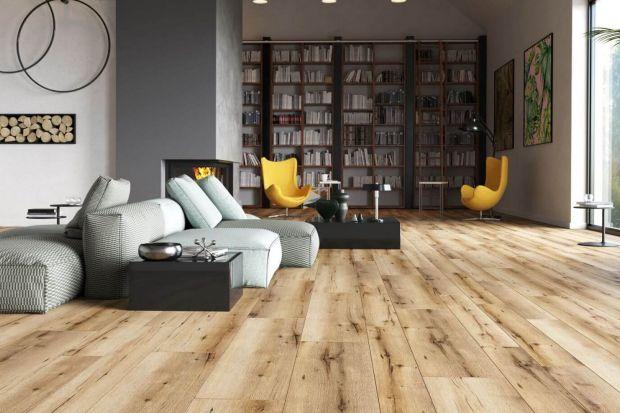 Jaką podłogę do salonu wybrać? Drewnianą czy wykończona płytkami ceramicznymi? A może lepsze będą panele? Zobaczcie kilka fajnych kolekcji podłóg.