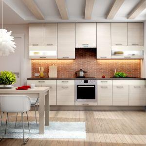 Aby połączona strefa kuchenno-jadalniana wyglądała estetycznie a meble, w które będzie wyposażona, współgrały ze sobą, powinniśmy zachować jednolitą kolorystykę oraz jeden przewodni styl aranżacji. Fot. KAM