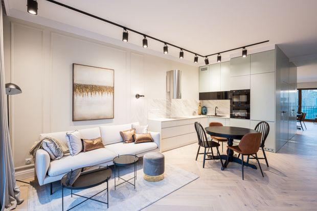 Nowocześnie urządzony apartament ma charakter pokazowy. Niezwykle elegancki, ma być inspiracją dla przyszłych mieszkańców.