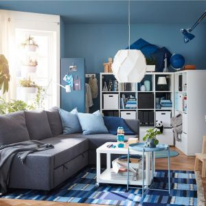Mała sofa z funkcją spania może być funkcjonalna i wygodna. Fot. IKEA