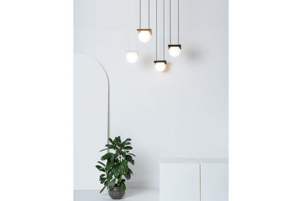Modern Ball to jedna z najnowszych kolekcji, zaprojektowana przez duet Michaela Tomišková i Jakuba Janďoureka ze studia Dechem dla polskiego producenta oświetlenia AQForm.