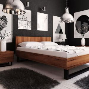 Kolekcja mebli do sypialni Steel, lite drewno, stalowe nogi w industrialnym stylu. Cena: od 2910 zł (łóżko). Producent: Beds.pl